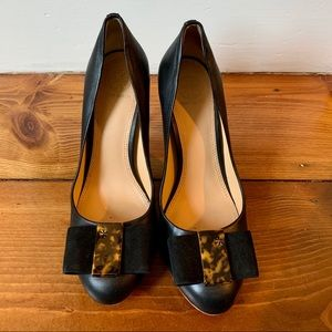 Tory Burch Chase pump with tortoise detail